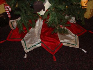 Tablerunner tree skirt
