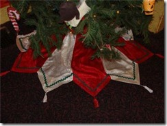 table runner christmas tree skirt