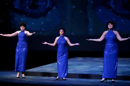 Three_ladies_2