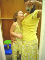 Ella_and_mama_in_yellow_outfits