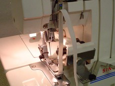 Serger_with_elastic_guide_1
